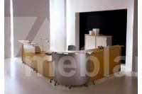 Стойка-ресепшн со столом и шкафами