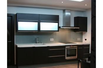 Кухня со встроенной подсветкой