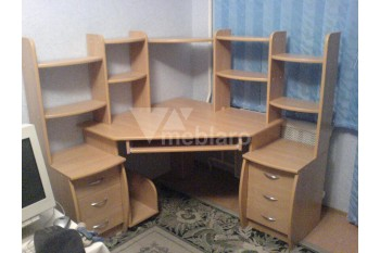 Компьютерный стол с тумбами