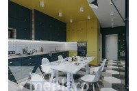 Черно-желтая классическая кухня